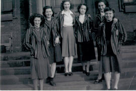 Students outside Macaulay hall 1947